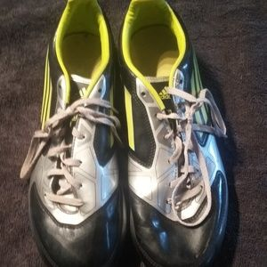 Adidas 8.5 soccer cleats